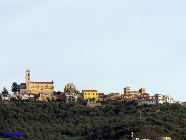 Et au plus haut du village, le château bien sur...