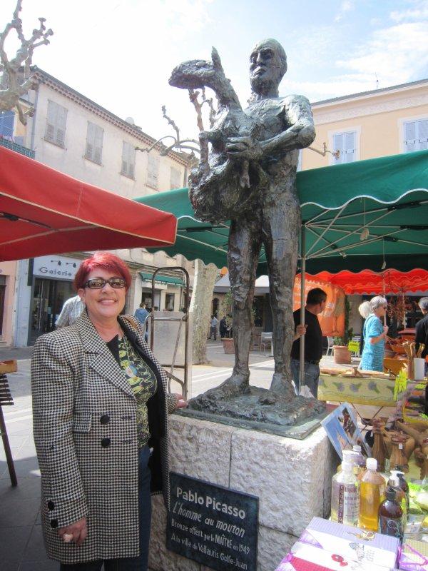 Marie-Josée Moinet, notre guide bénévole et Picasso