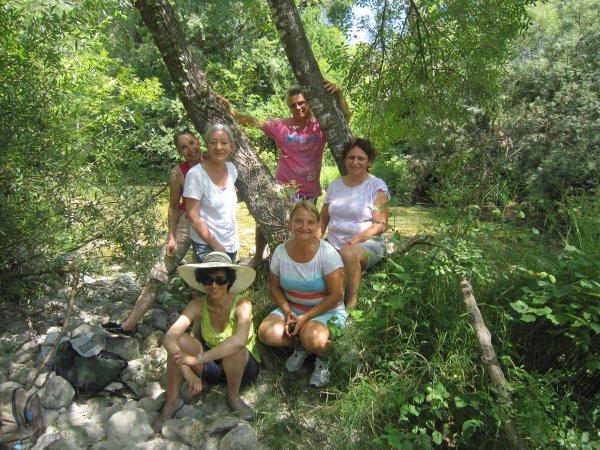 Martine, Isabelle, Domi, Virginie, Coco, Fatna et Nicole au bord du Loup