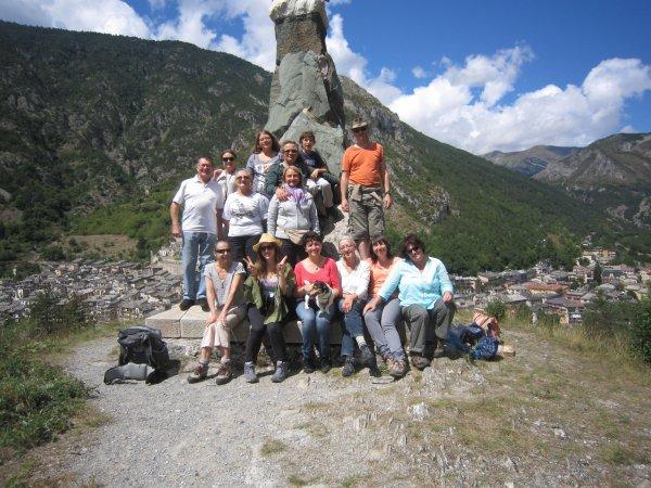 Serge, Hélène, Amandine, Quentin, Domi, Coco, Christiane, Pascal, Martine, Nicole, Corinne, Isabelle, Nicole, Monique, Diane et l'aigle.