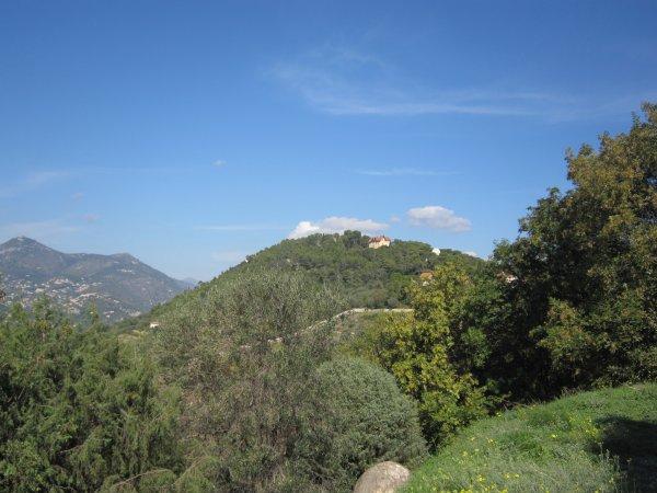 L'observatoire, Nice, son aéroport et la colline du château s'étendent sous nos yeux.