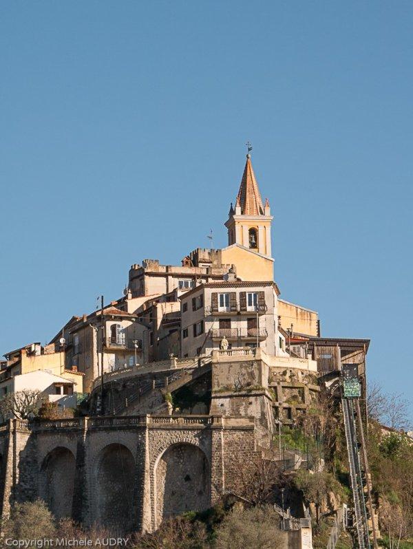 Nous irons jusqu'aux ruines de la chapelle Sainte-Anne puis retour par le même chemin car nous sommes attendus au village.
