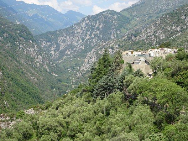 Puis retour au village pour une visite guidée par M. Xavier Sant