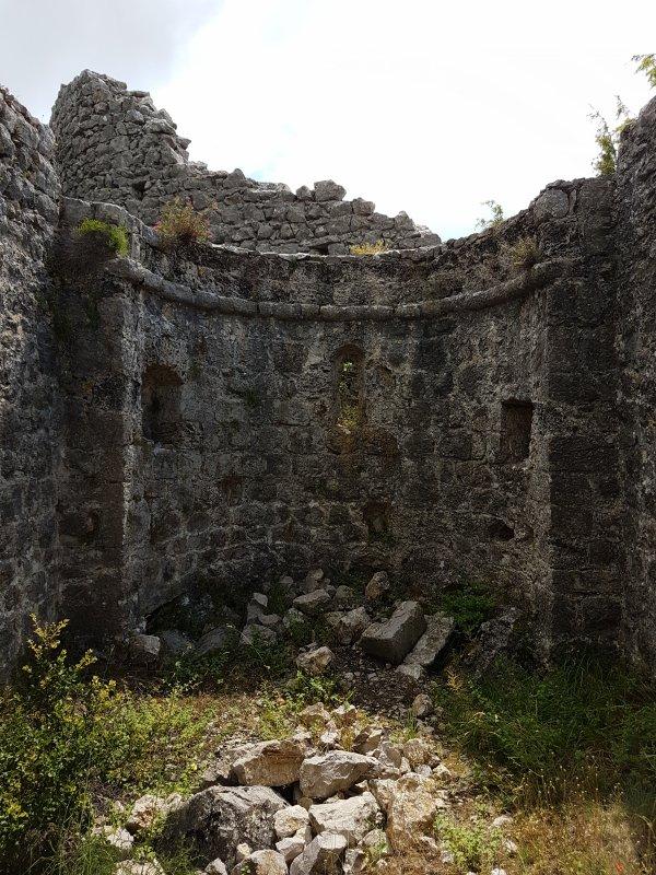 Ruines médiévales de l'ancien village