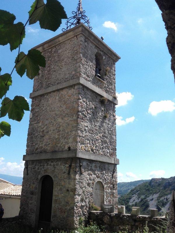 Rempart du XIe siècle et château du XIIIe.