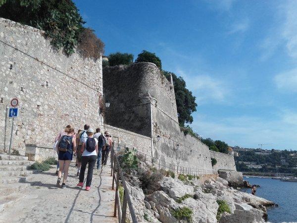 De la Darse en passant devant la citadelle Saint-Elme...