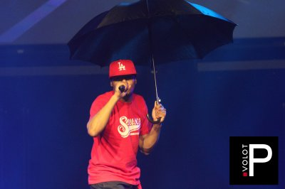 """Sausco ne sors jamais sans parapluie """"Sous la pluie"""""""