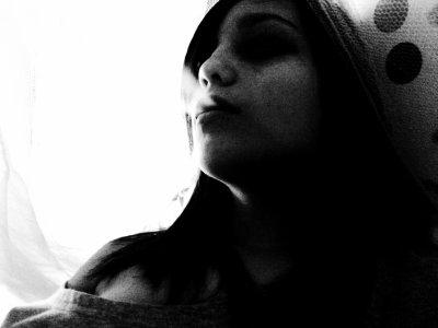 ~ Ce débordement d'amour me tue à petit feu , cet oublie, ce manque d'affection me détruisent , je suis vivante, je suis là, regarde moi, je t'attends, ouvre moi tes bras, ton coeur, comme tu l'as fais pour eux ...~
