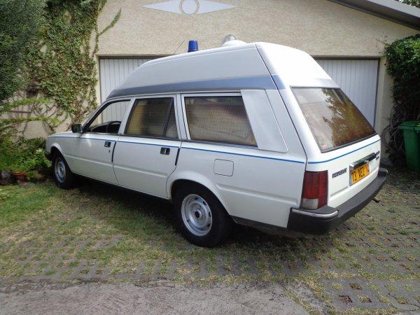 deuxi me v hicule d 39 assistance pour le 4 c cr ole classic car club 4 c. Black Bedroom Furniture Sets. Home Design Ideas