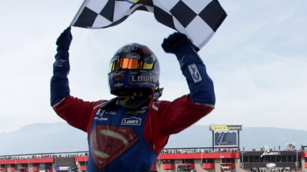 SUPER MAN REMPORTE LES AUTO CLUB 400 EN CALIFORNIE !!!