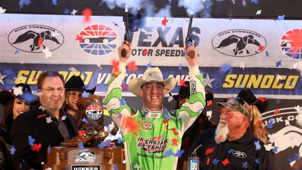 Kyle Busch remporte les DUCK COMMANDER 500 au TEXAS !