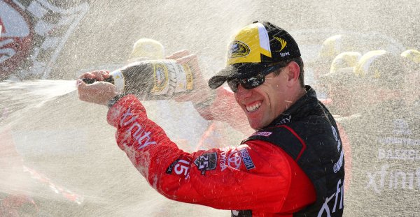 Carl Edwards remporte les Toyota Owners400 !
