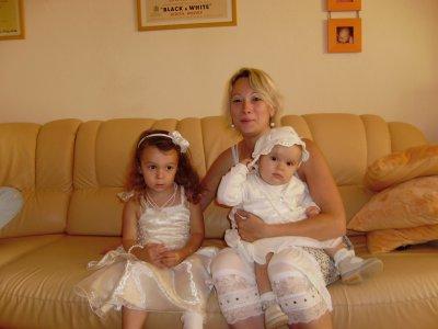 moi et mes filles le jour du baptême (12 sept 2010) à Lizéa