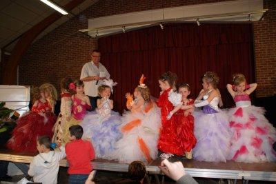 moi et les participante en tenu de soiree a wizerne avril 2011