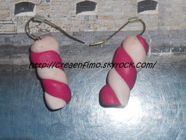 """Assemblement """"Guimauve"""" (boucle d'oreilles,collier(pendentif))."""