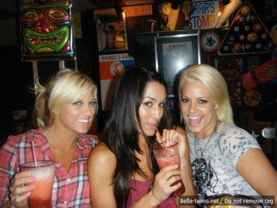 Kelly Kelly , Une Soeur Bella et Maryse