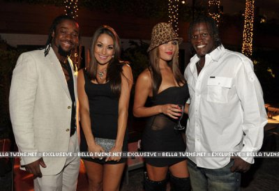 Kofi Kingston , Les 2 Soeur Bella et R-Truth