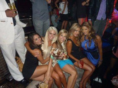 Une soeur Bella , Maryse , Lilian , Rosa Mendes et Eve Torres