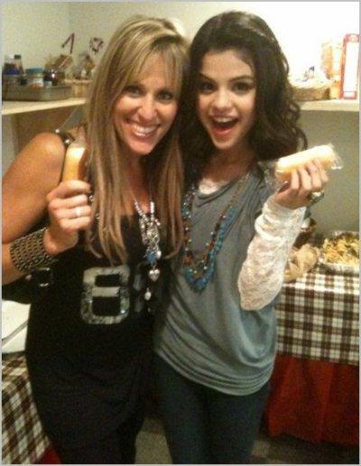 Lilian avec Stone Cold Steve Austin et Selena Gomez ( si sa vous interesse )