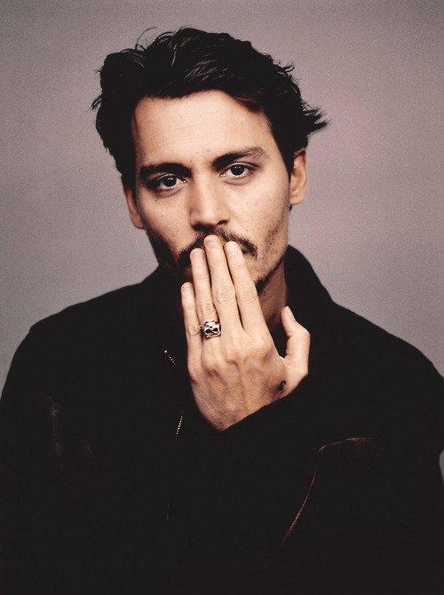 Il y a quatre questions de valeur dans la vie … Qu'est-ce qui est sacré ? De quoi l'esprit est-il fait ? Ce qui vaut la peine d'être vécu et ce qui mérite que l'on perde la vie . La réponse à chacune est la même. Seulement l'amour. Johnny Depp