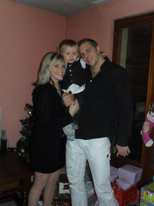 ..:: Ma ptite famille et mon fils qui me fait un calin ::..