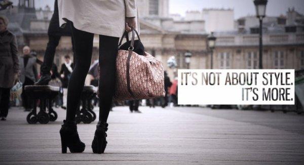 . « Si une femme est mal habillée, on remarque sa robe, mais si elle est impeccablement vêtue, c'est elle que l'on remarque. » Coco Chanel.