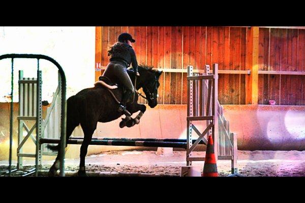 22 avril 2012, 1 an & 7 mois poney, notre tous premier concours. Mon petit poney, le meilleur de tous, mon vendeur de rêves. Mon amour de ma vie comme je t'aime. ♥YU