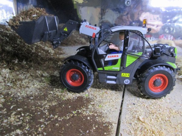 le CLAAS SCORPION 7055