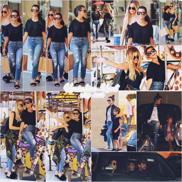21/08/16 : La belle K faisait du shopping à mother's haven et sherman oaks avec Khloé, Los Angeles. ++ Le 21 août, elle était au restaurant Nobu avec Scott et les enfants, très belle tenue, et complicité avec Khloé.