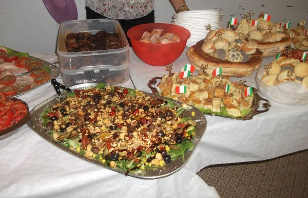 Buffet Di Insalate Miste : Festa a sorpresa il compleanno di mio cognato i suoi anni