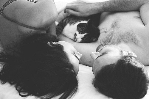 Quoi que tu fasses, je t'aimerai toujours. Alors arrête tes conneries, ça ne sert à rien d'essayer de te débarrasser de moi. Je ne te lâcherai pas. C.