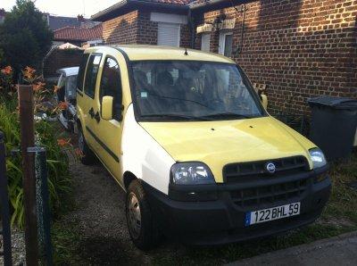 voiture jaune en cour de réparation !!!