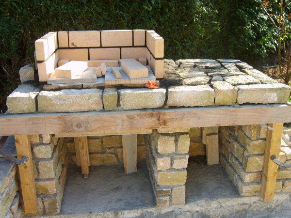 Construction du barbecue eurl bahier vincent ma onnerie - Fabriquer un barbecue en parpaing ...