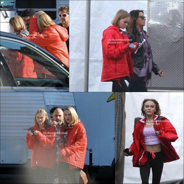 -  2015 (non daté) : Lily a été aperçue à plusieurs reprises sur le set de Yoga Hosers avec Johnny et Harley.  -