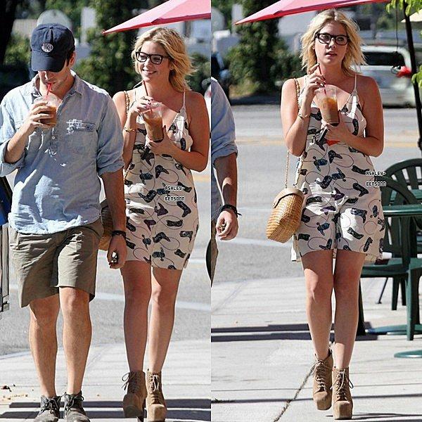 26.Août.2012 - Ashley a était vue a Los Angeles avec un de ses amis Izak .  → j'adore ta tenue Ash'