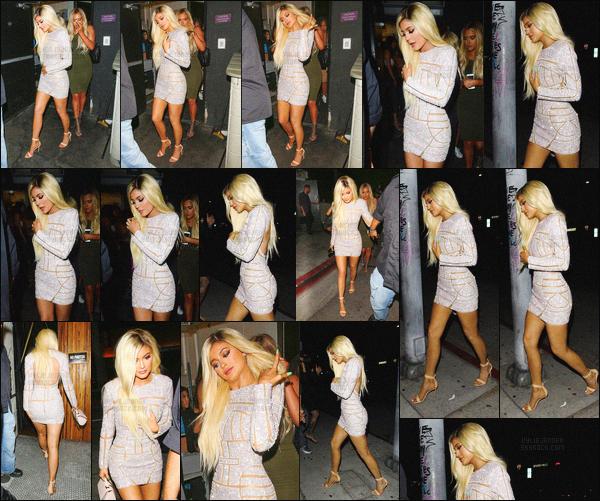 - - 09.08.2015- ─ Kylie Jenner a été photographiée alors qu'elle arrivait et quittait un restaurant dans West Hollywood, CA     Kylie s'est accordé une petite soirée restaurant avec ses amis. Kylie portait une robe a strass que je trouve magnifique et qui montre ses belle jambes ! -