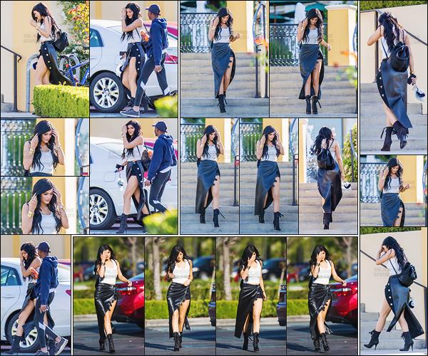 - - 25.02.2015- ─ Kylie Jenner a été vue alors qu'elle allait en direction du restaurant « Sugarfish » situé à Los Angeles !    Notre starlette de télé-réalité est de nouveau très stylé et sexy. Kylie est juste sublime il y'a rien à redire, sa tenue estparfaite et ses chaussures j'adore. -