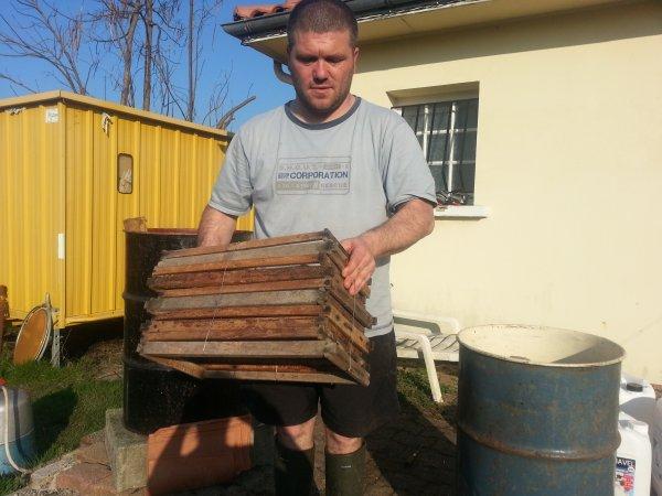 Décapage ruches et cadres