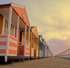 Sociedad - Valencia mejora el servicio en sus playas