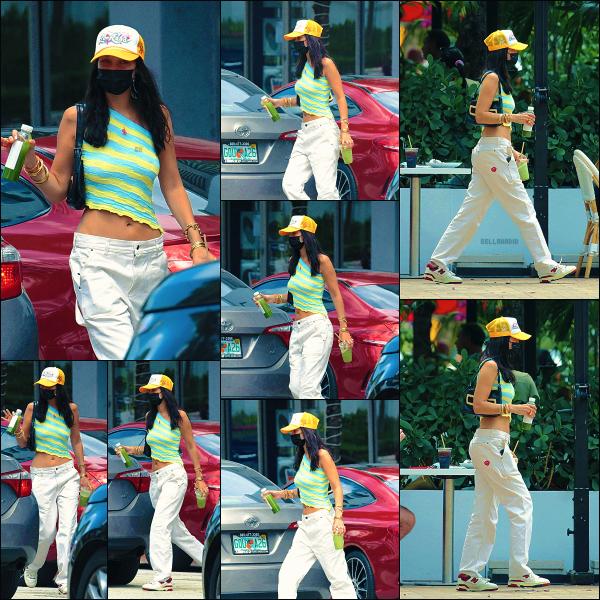 - 06/04/21 - Miami, US'♡Miss Isabella K. Hadid a été photographiée dans les rues de la capitale de la Floride. ➤ Tenue très 2000s à laquelle j'adhère complètement ! Notre jolie Bels sait que cette vibe lui va à merveille ! Gros top ! -