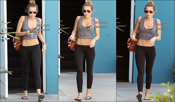Leaving her pilates class - April 4, 2012