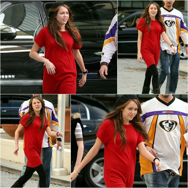 Miley out in Charlotte - November 27, 2007