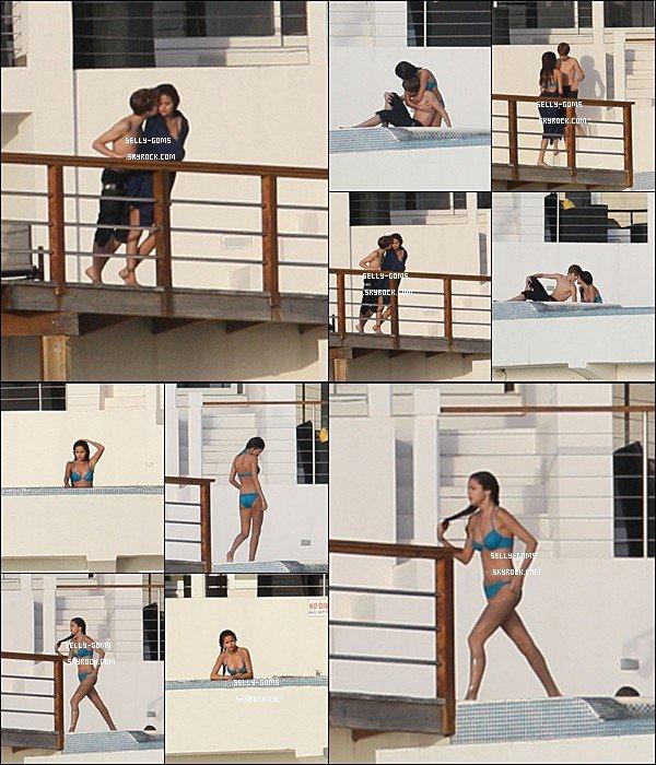 Selena et Justin on été photographiées à St lucie, assez proches, et même très proches.