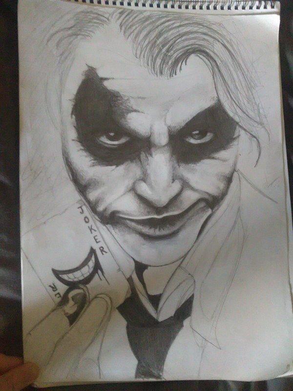 Vieux dessin du Joker retrouvé et jamais finis... Je vais m'y remttre. Des avis ? :)
