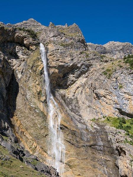 Le Cinca, en cascade dans le cirque de Pineta (Aragon).