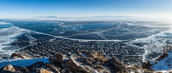 Le lac Baïkal vu de l'île d'Olkhon