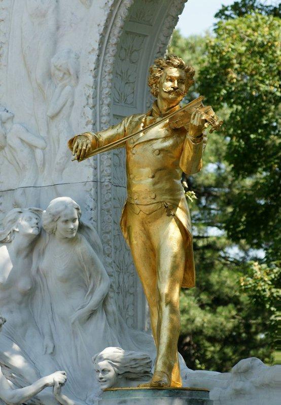 La statue centrale du Monument Johann-Strauss, réalisé par le sculpteur Edmund von Hellmer en 1921 (Stadtpark, Vienne).
