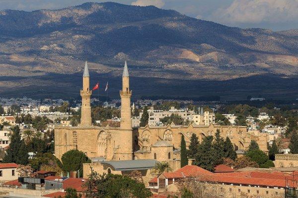 La mosquée Selimiye, ancienne cathédrale Sainte-Sophie, à Nicosie (Chypre).