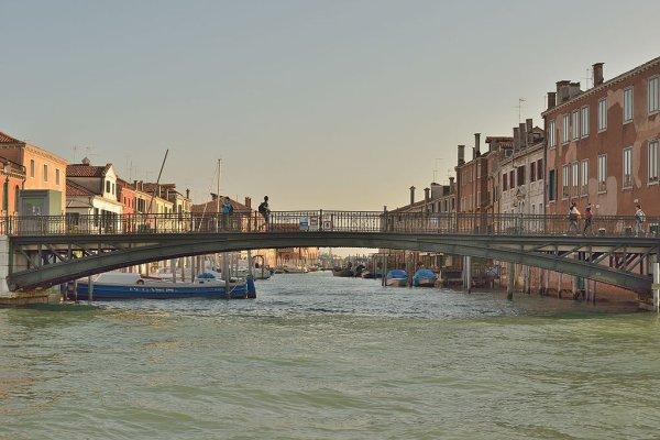 Le pont sur le rio del Ponte Lungo, à Venise