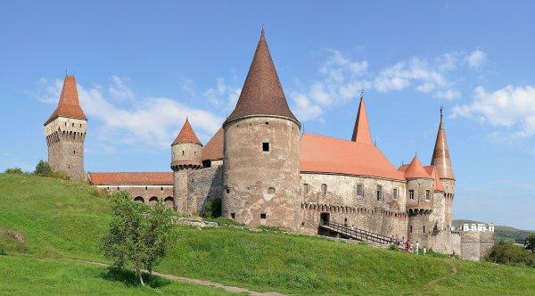 Le château de Hunedoara (Roumanie).